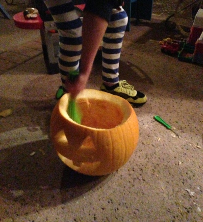 Miss 10 sets to carving her pumpkin