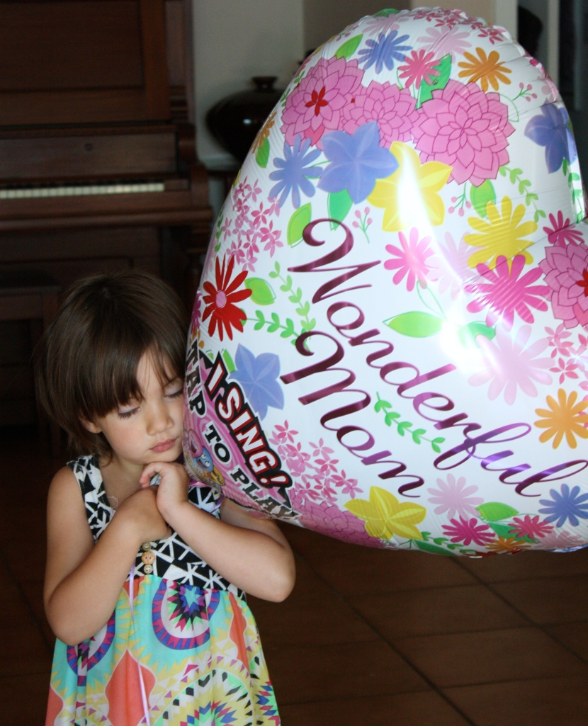 Miss 4 and the Mom Day balloon!